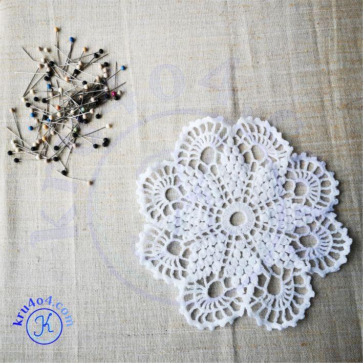 Чтобы растянуть вязаное изделие - сначала намочить.