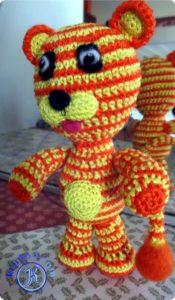 Тигрёнок амигуруми крючком.