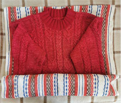 Уход за вязаными изделиями - сушим свитер.