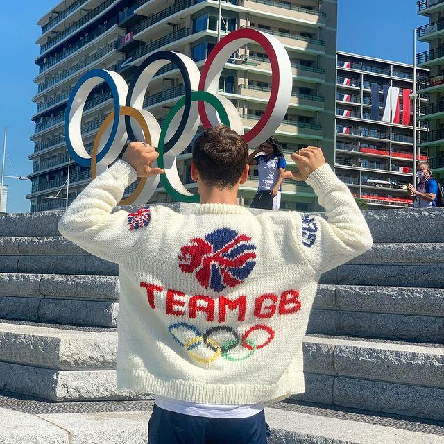 Вязание - второе увлечение. Кофта для олимпиады Том Дейли.